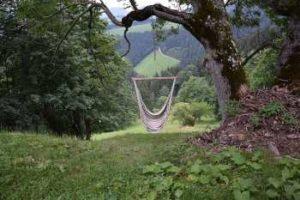 Sitzhängematte am Baum